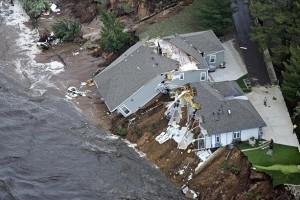 US-floods-houses-damaged