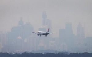 airliner-lands-Sydney-amidst-haze