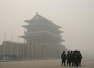 China-soldiers-smog-Tiananmen-Square